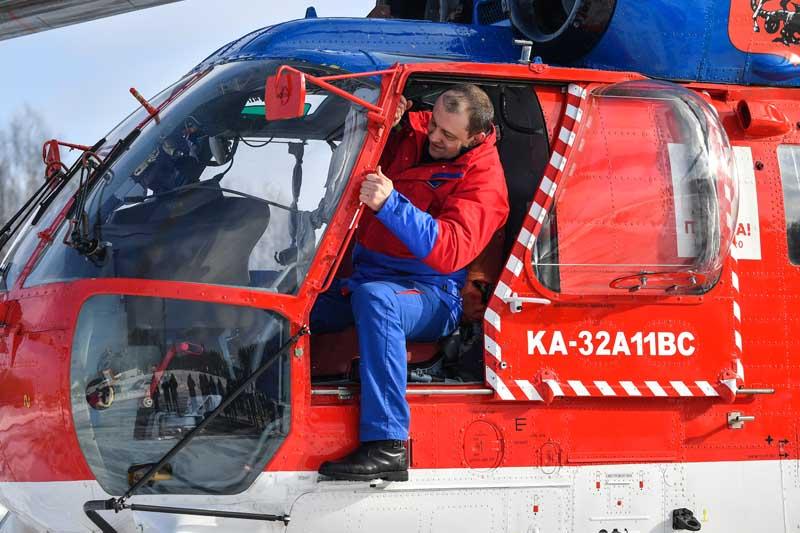 Пилот вертолета Ка-32 Московского авиационного центра