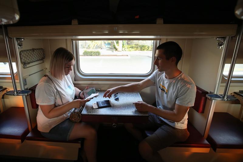 Туристы в поезде