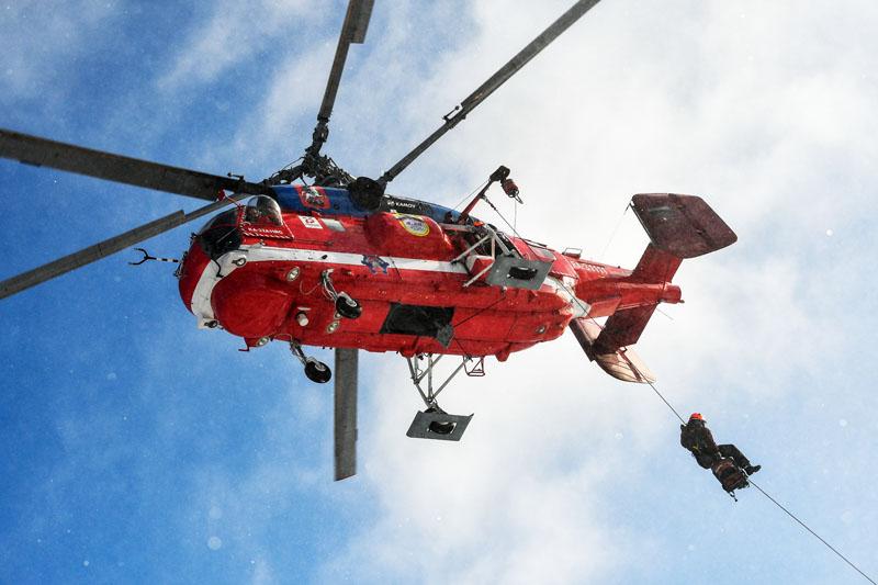 Тренировка спасателей с участием нового пожарного вертолета Ка-32А11ВС