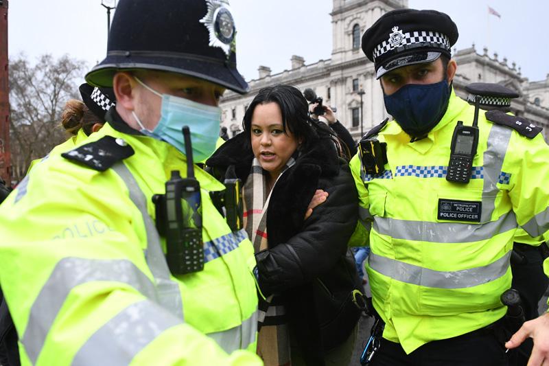Полиция Лондона во время задержания