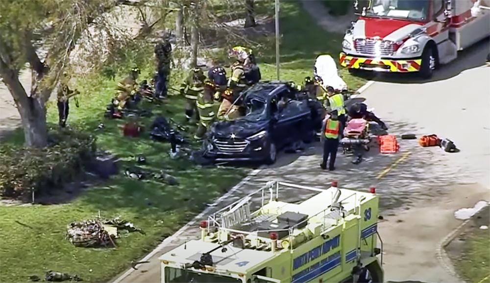 Последствия падения самолета на автомобиль в США