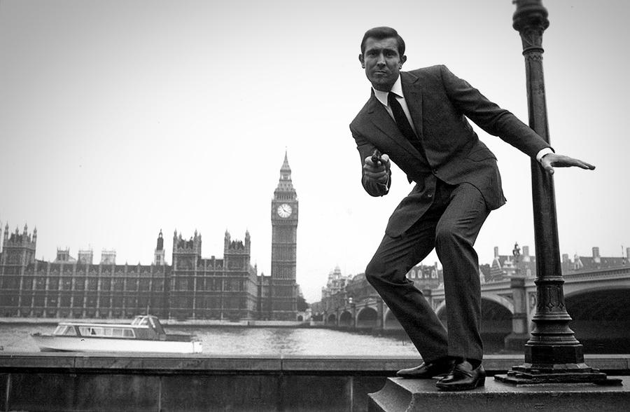"Кадр из фильма ""Агент 007"""