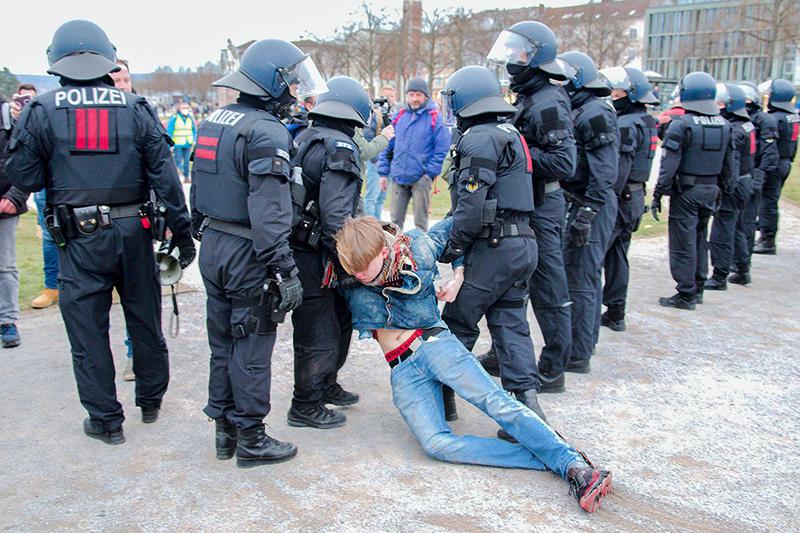 Полиция Германии на митинге