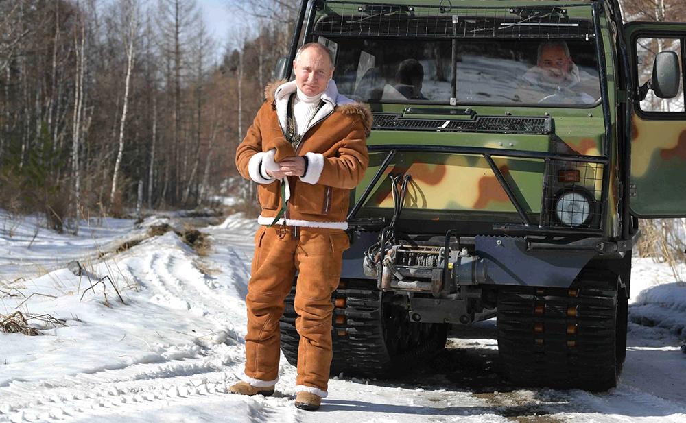Владимир Путин и Сергей Шойгу во время отдыха в Сибири