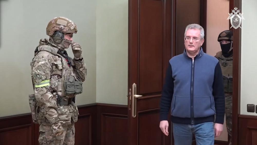 Иван Белозерцев и следователи СКР