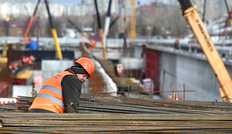 Строитель во время реконструкции Люберецких очистных сооружений