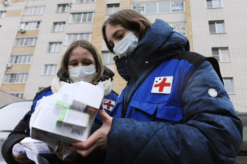 Волонтеры доставляют лекарства на дом для больных коронавирусом