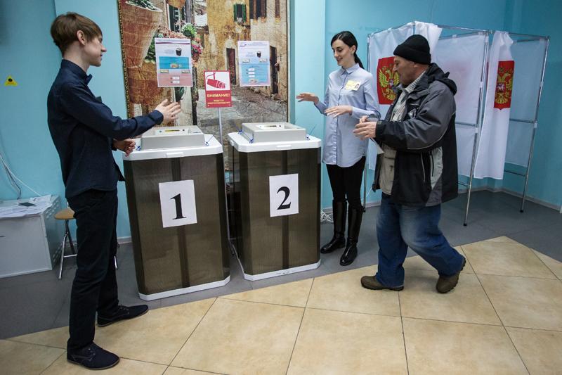 Наблюдатели на избирательном участке