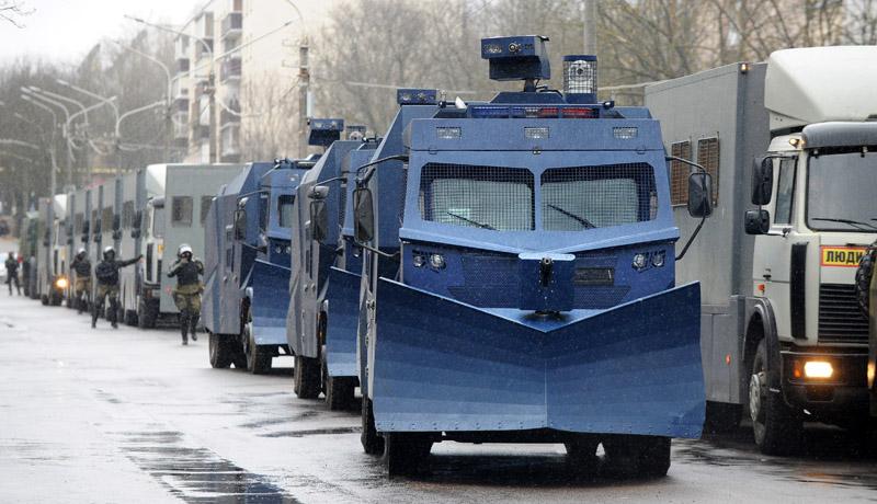 Белоруссия. Машины полиции во время несанкционированной акции