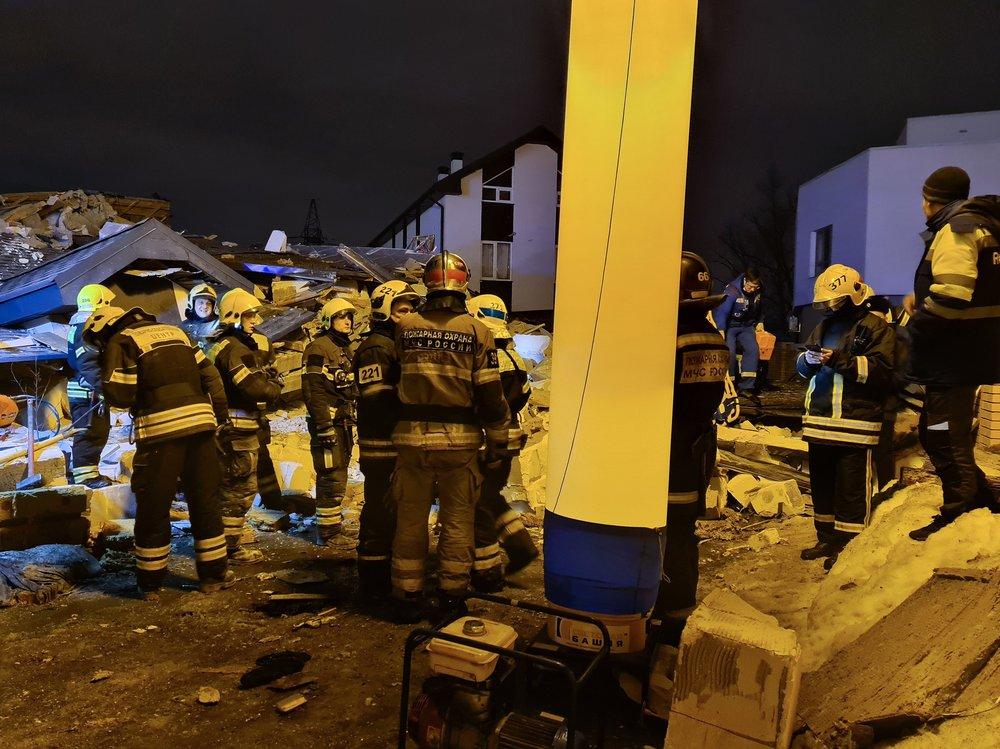 Спасатели на месте обрушения частного дома в ТиНАО из-за взрыва газа