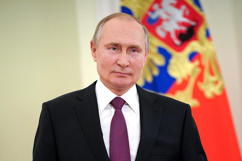 Владимир Путин во время поздравления c Днем войск национальной гвардии России