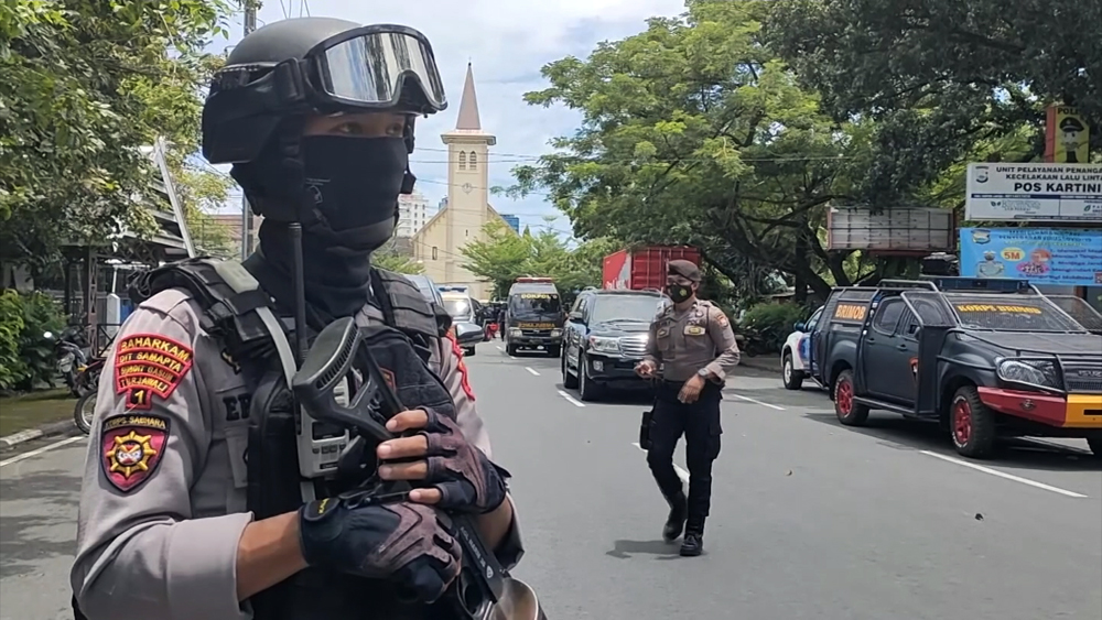 Полиция Индонезии на месте теракта