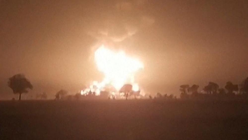 Пожар на нефтезаводе в Индонезии