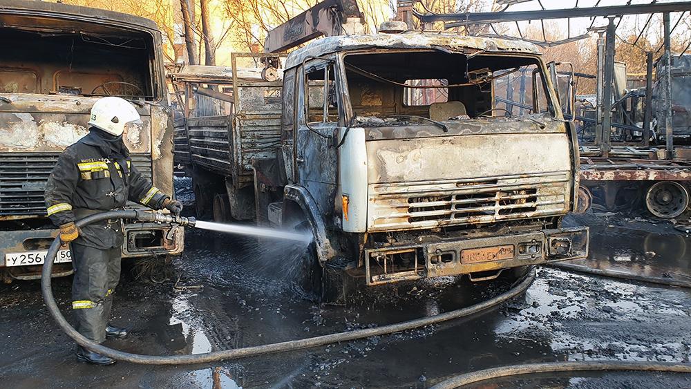 Последствия пожара в автосервесе