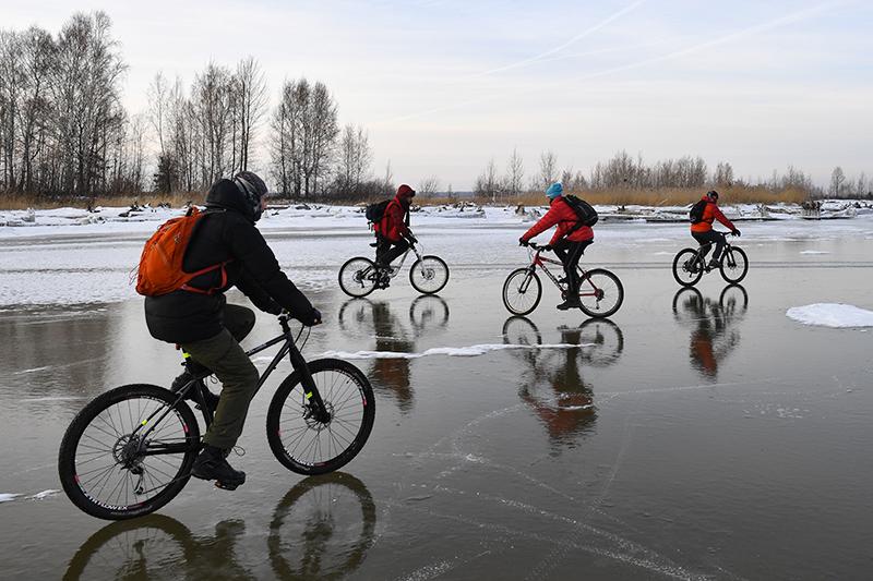 Велосипедисты на льду