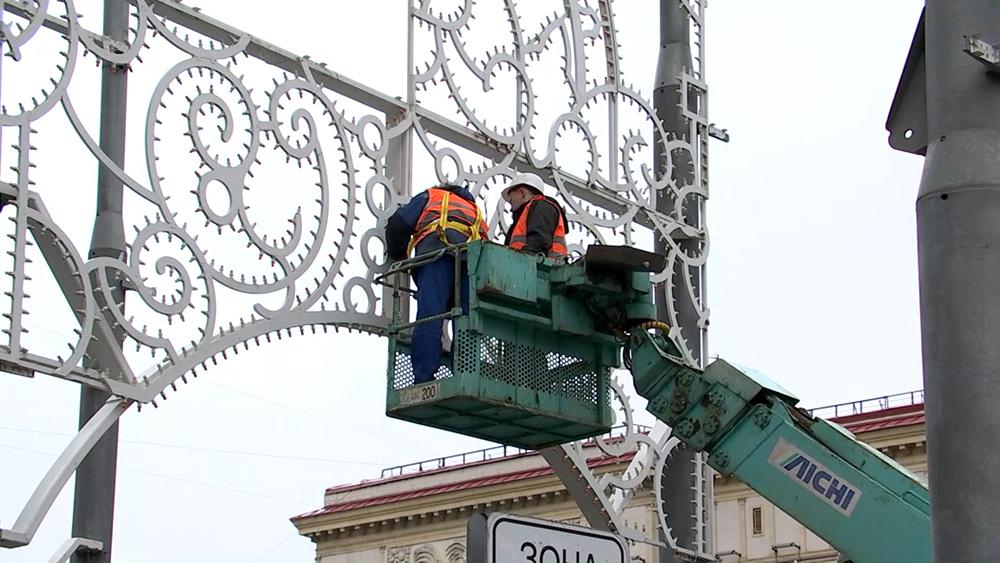 Демонтаж новогодних конструкций