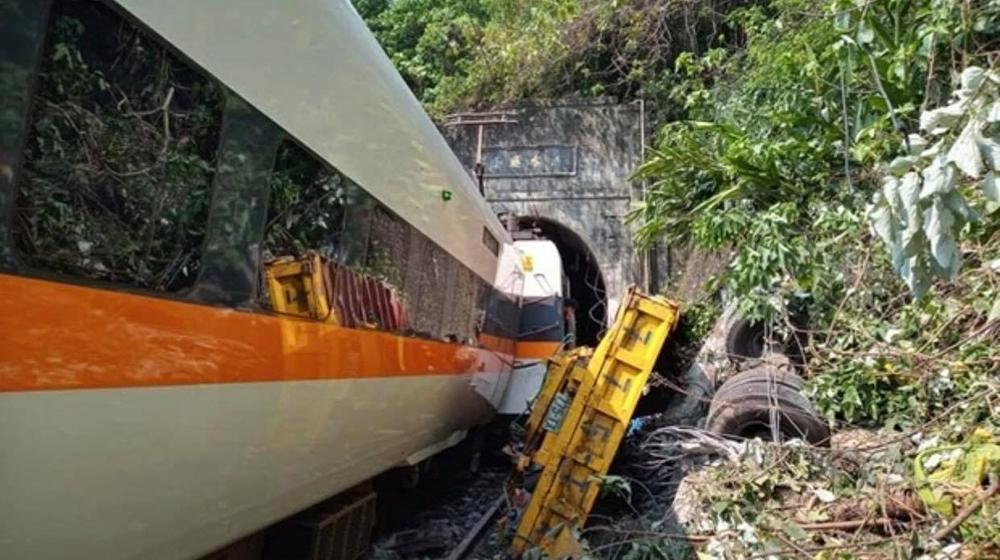 Авария пассажирского поезда на Тайване