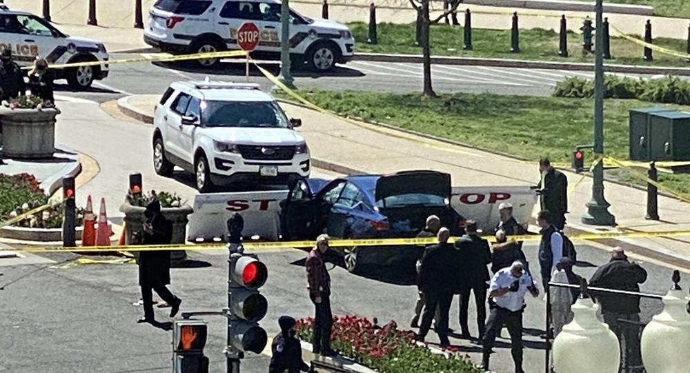 Автомобиль протаранил ограждения у Капитолия в США