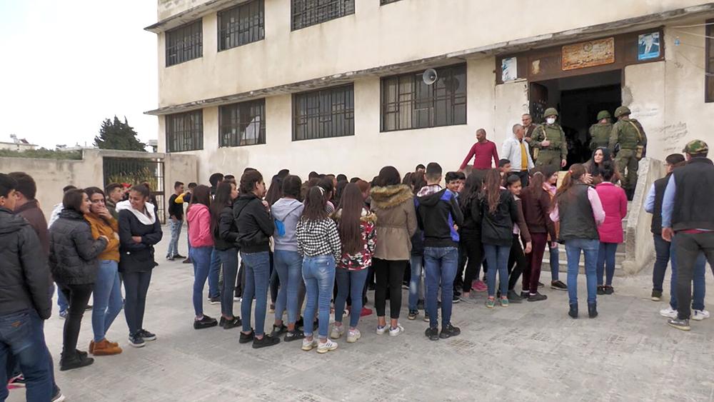 Российские военные и сирийские школьники