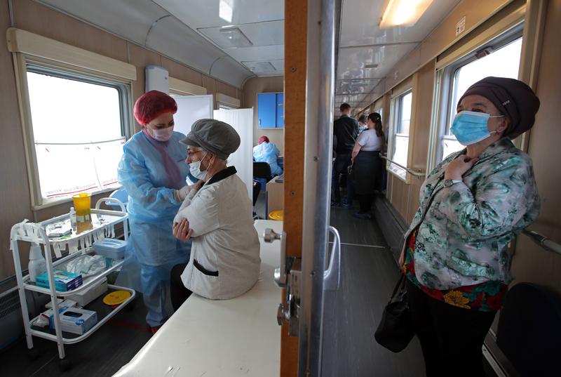 Вакцинация от COVID-19 в медицинском поезде