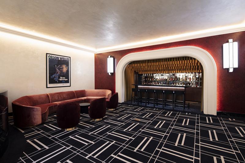 """Кинотеатр """"Художественный"""" после реставрации. Лобби перед малыми залами"""