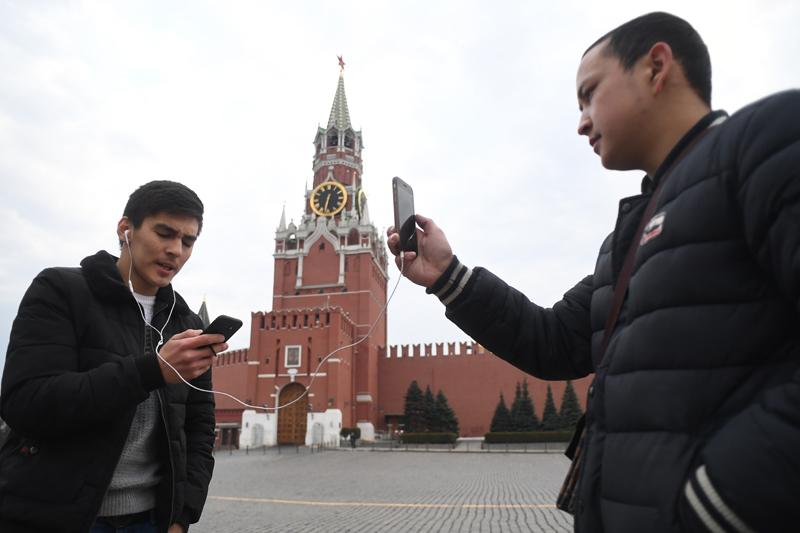 Прохожие на Красной площади