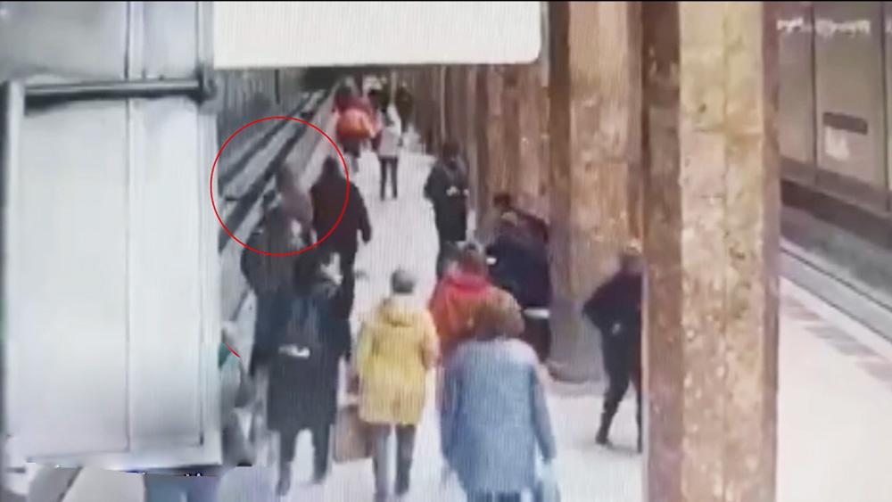 """ЧП в метро """"Красносельская"""""""