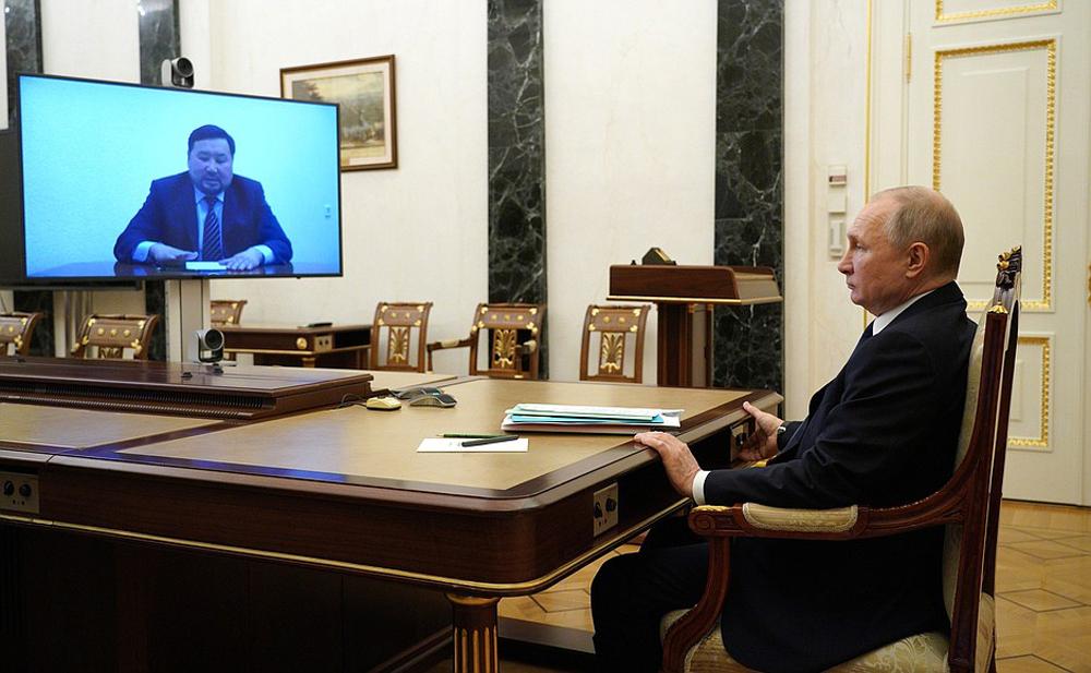 Владимир Путин во время встречи в режиме видеоконференции с Владиславом Ховалыгом