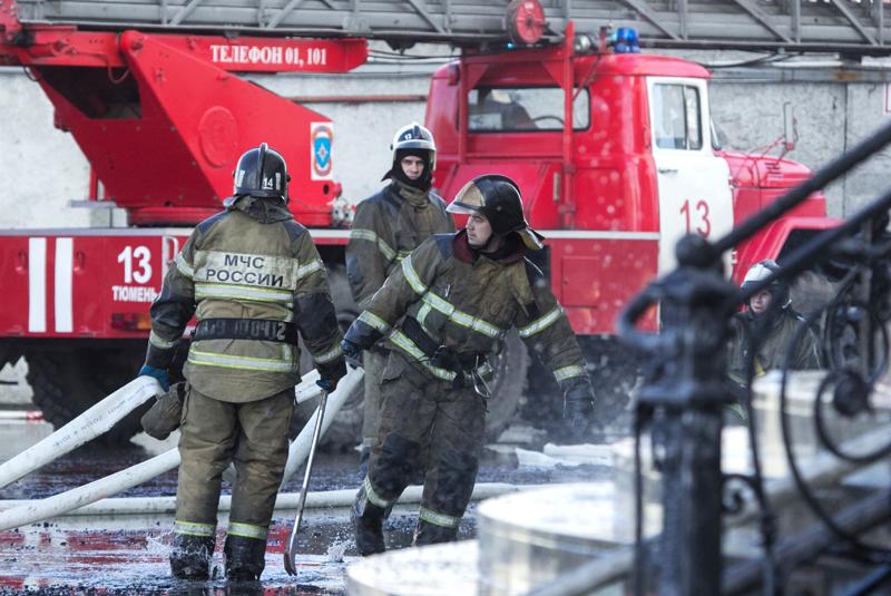 Сотрудники пожарной службы МЧС