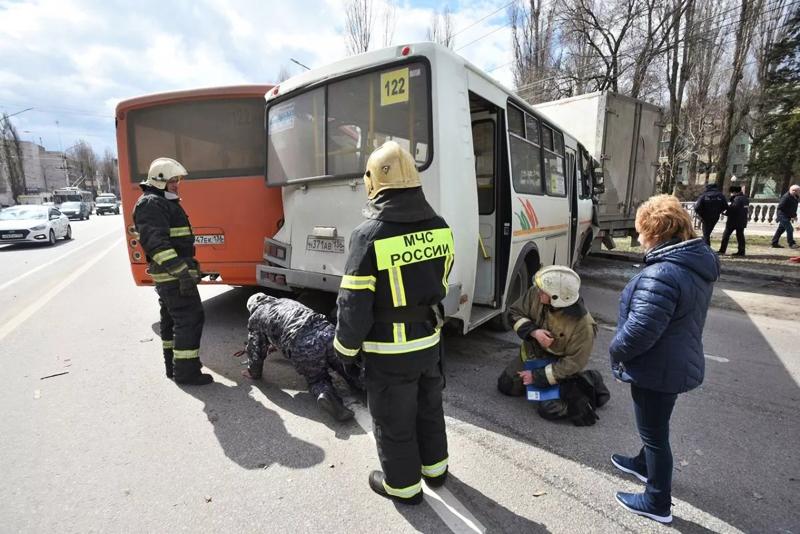 ДТП с участием двух автобусов в Воронеже