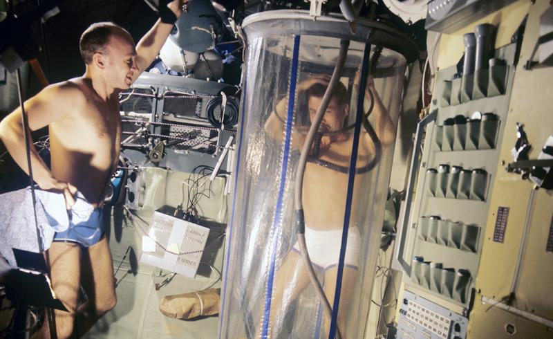 Душевая установка, которая используется космонавтами в полете