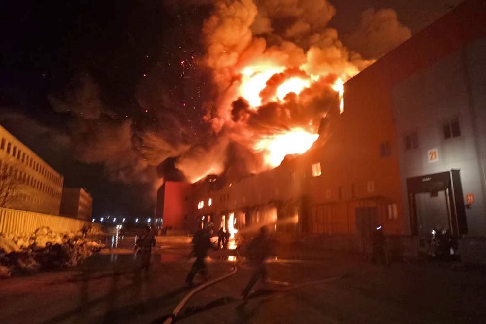 Пожар на складах в Барнауле