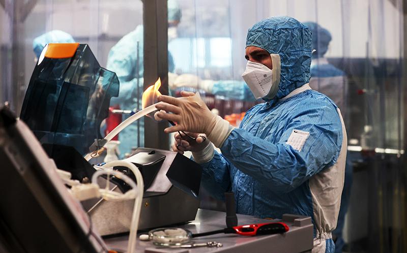 Сотрудник лаборатории