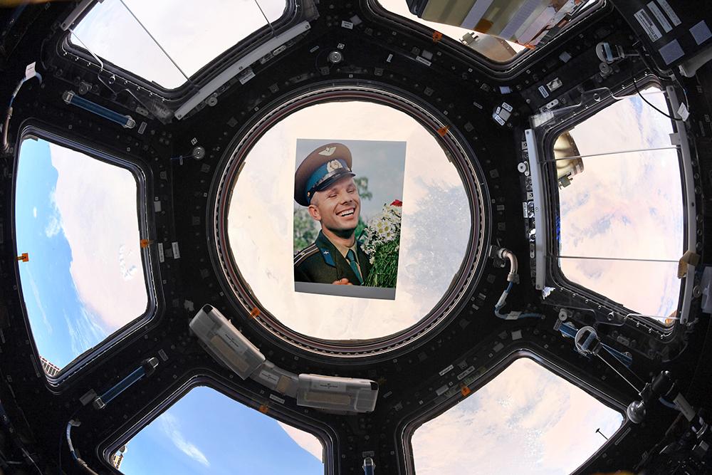 Фото Юрия Гагарина на МКС