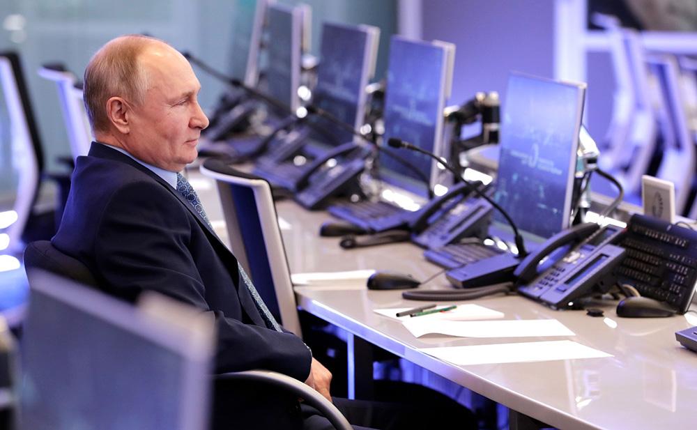 Владимир Путин посетил Координационный центр Правительства