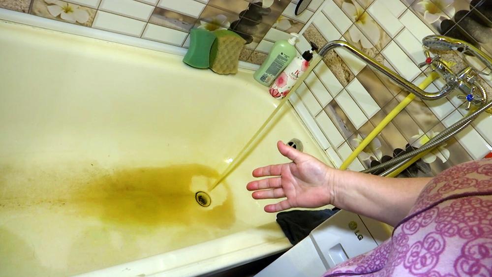 Грязная вода в водопроводе