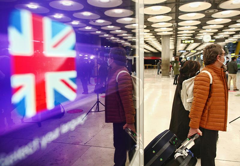 Пассажиры в аэропорту Великобритании