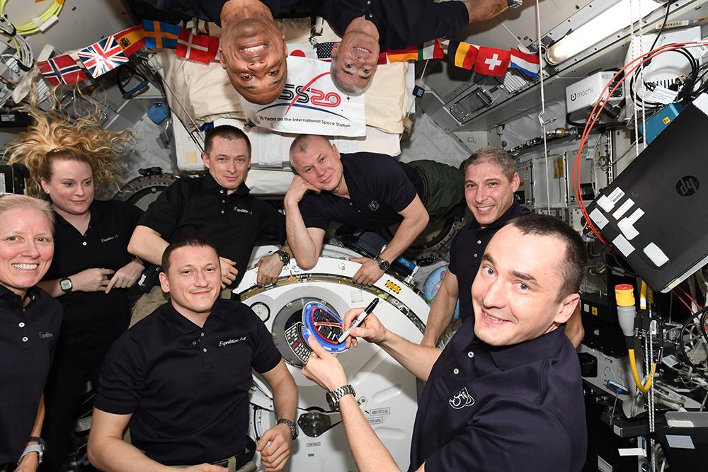 Члены экипажа МКС