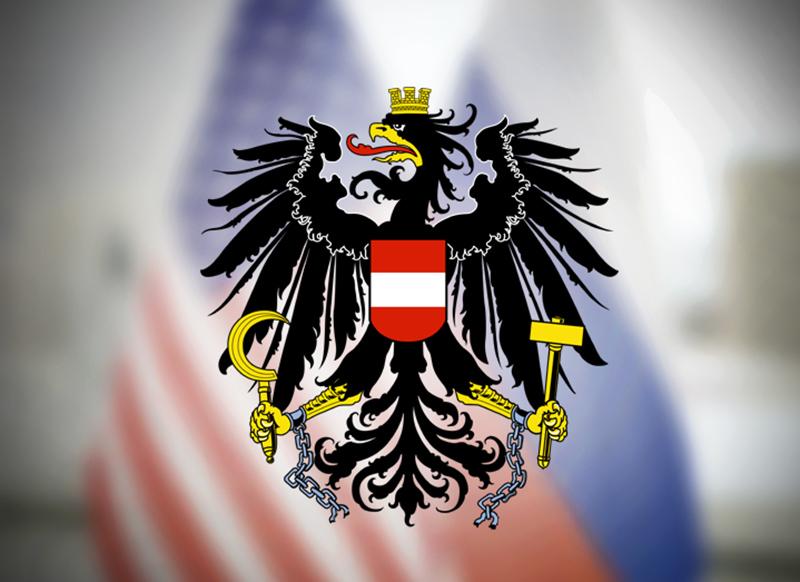 Герб Австрии на фоне флагов России и США