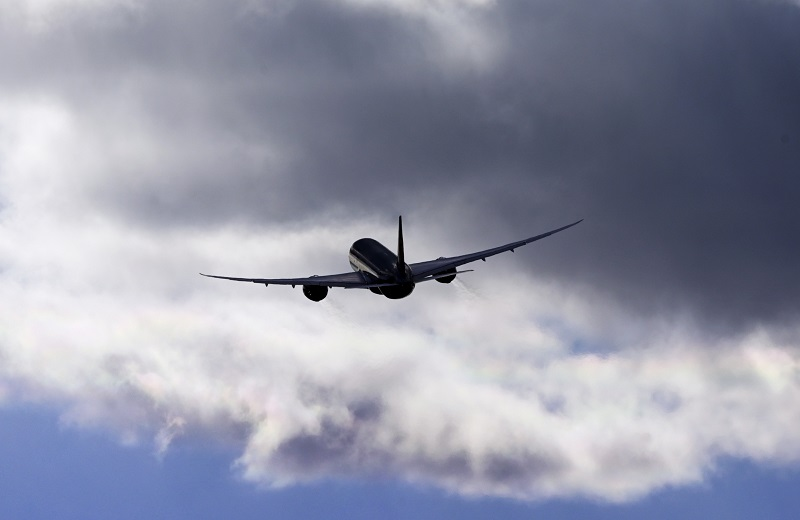 Летевший в Токио самолет экстренно сел в Новосибирске
