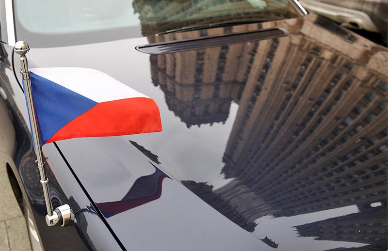 Автомобиль посла Чехии у здания МИД России