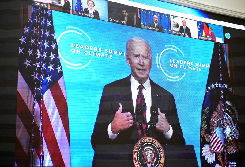 Монитор с изображением президента США Джо Байдена