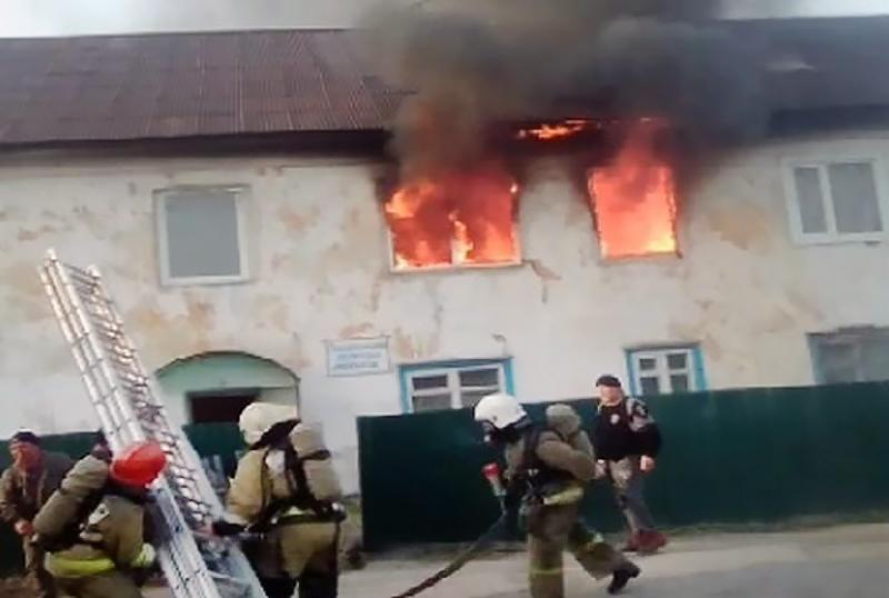 Пожарные Хакасии на месте возгорания