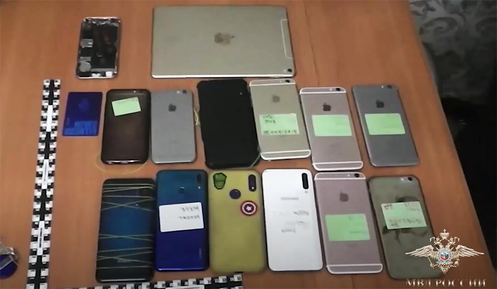 Изъятые мобильные телефоны