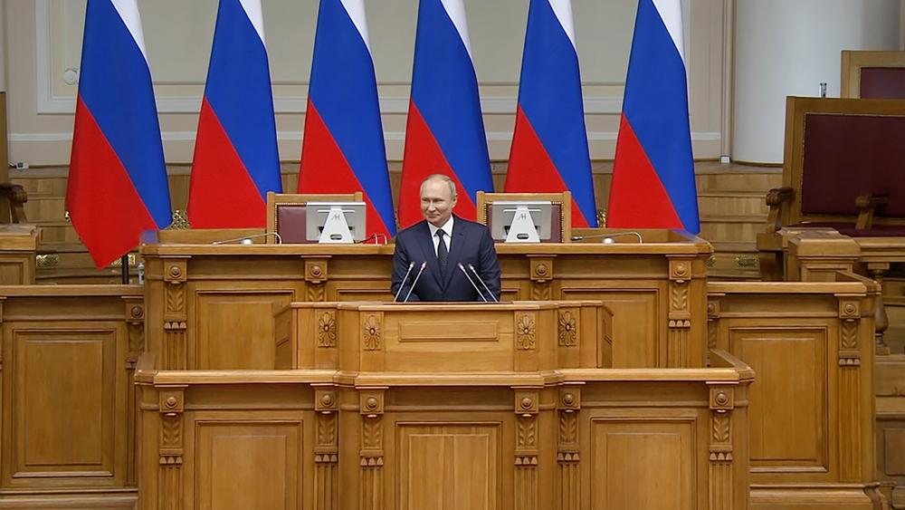 Владимир Путин на Совете законодателей