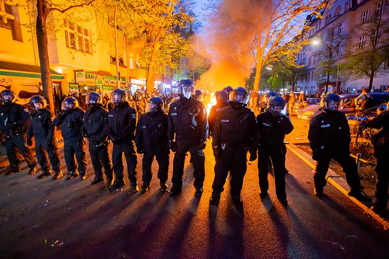 Полиция Германии во время уличных протестов