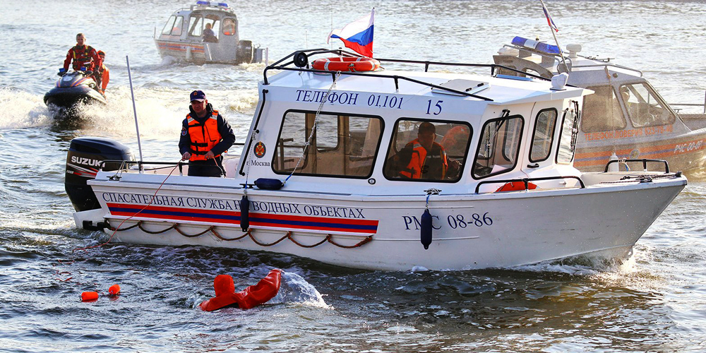 Спасатели МЧС на водном объекте