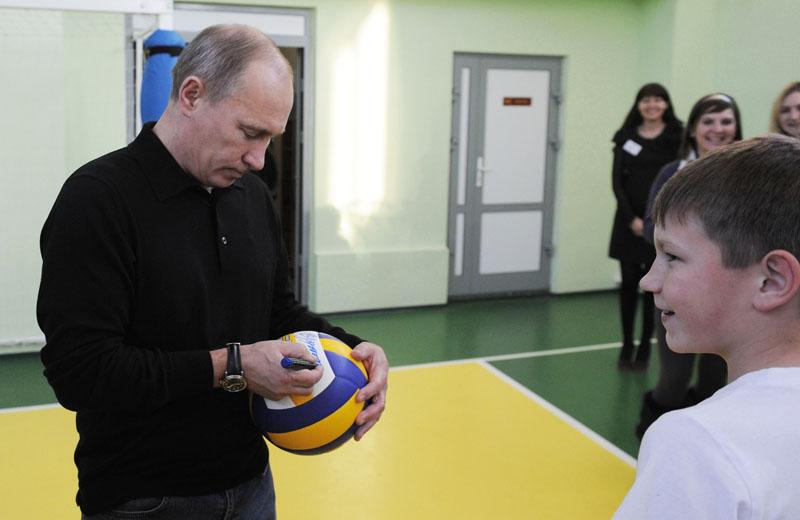 Владимир Путин после игры в волейбол