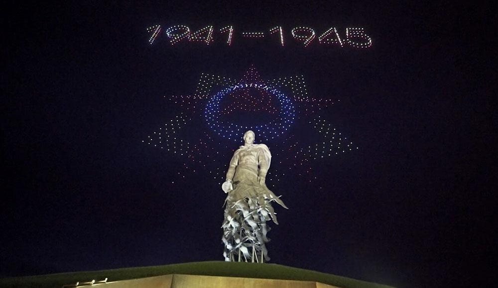 Тысячи дронов запустили в небо над Ржевским мемориалом ко Дню Победы