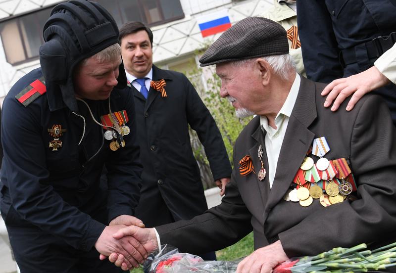 Поздравление ветеранов с Днём Победы